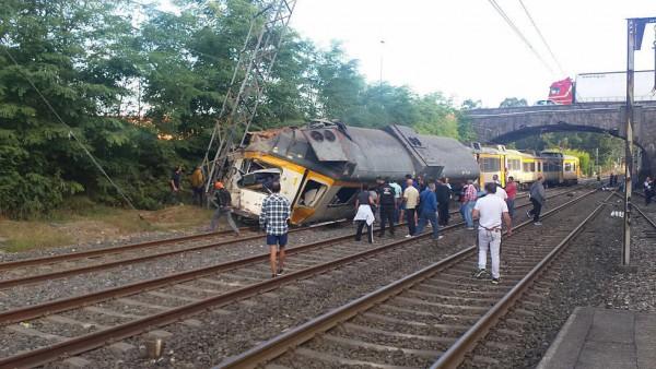 Насевере Испании сошел срельсов пассажирский поезд